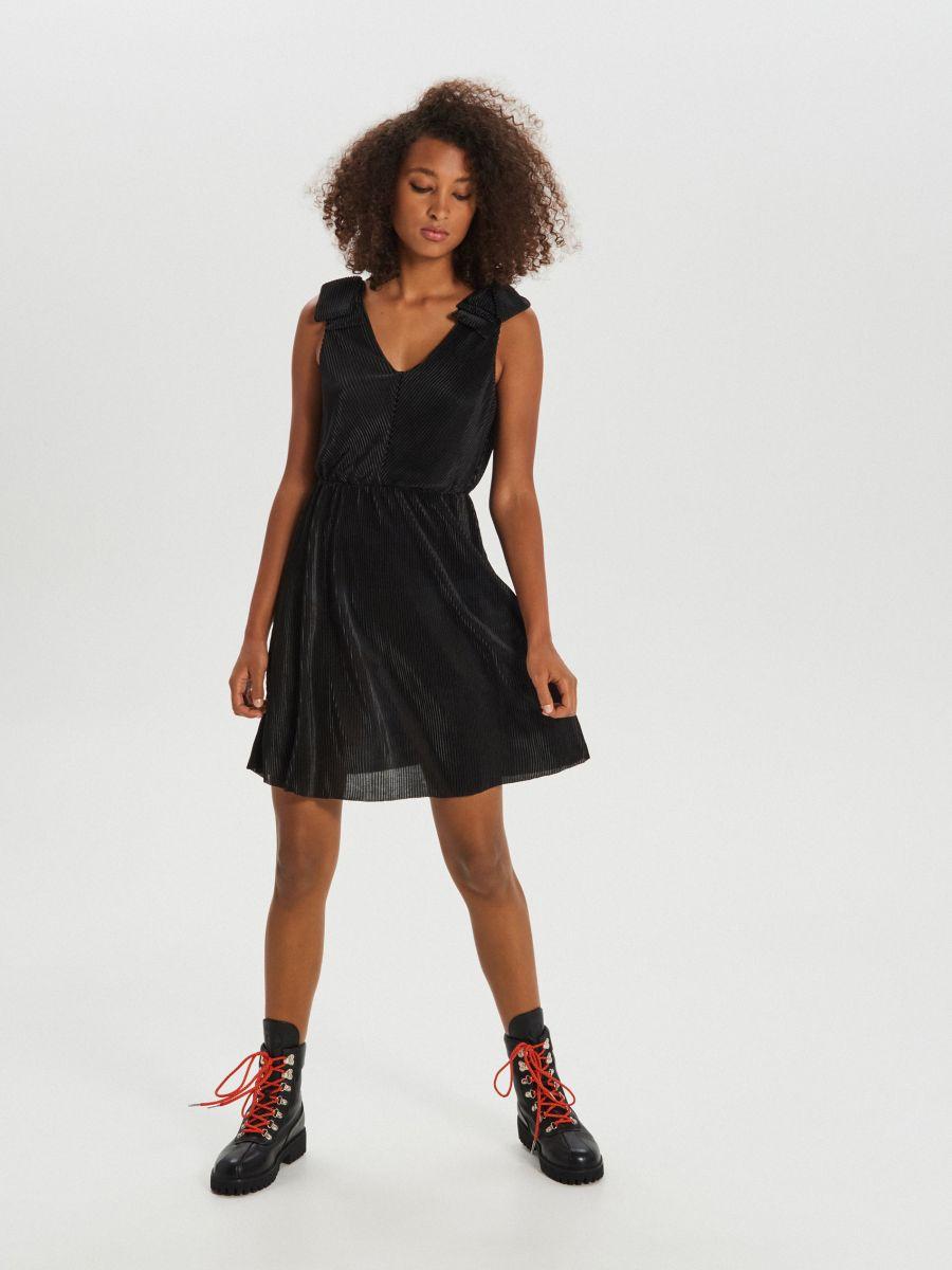 Sukienka z dekoltem - CZARNY - XI747-99X - Cropp - 2