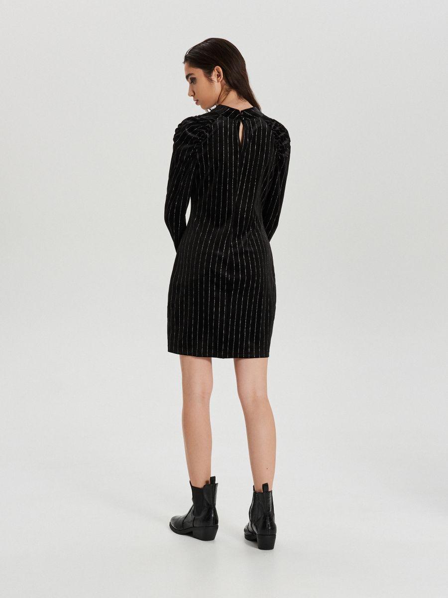 Dopasowana sukienka z brokatową aplikacją - CZARNY - XI748-99X - Cropp - 5