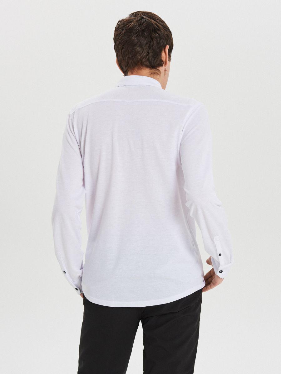 Gładka koszula o kroju slim - BIAŁY - XK015-00X - Cropp - 4