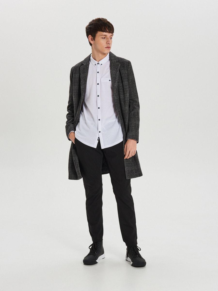 Gładka koszula o kroju slim - BIAŁY - XK015-00X - Cropp - 5