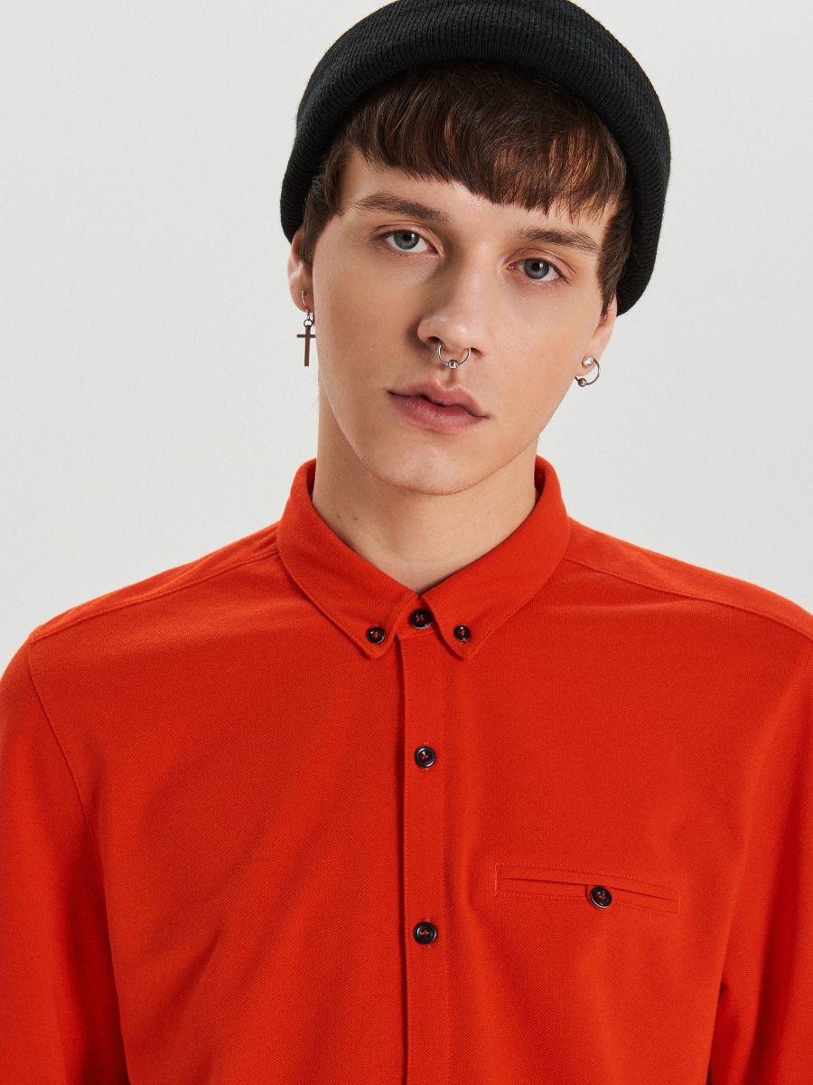 Gładka koszula o kroju slim - CZERWONY - XK015-33X - Cropp - 3