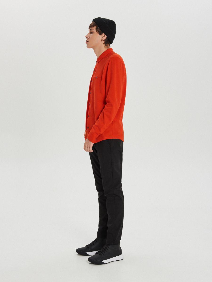 Gładka koszula o kroju slim - CZERWONY - XK015-33X - Cropp - 4