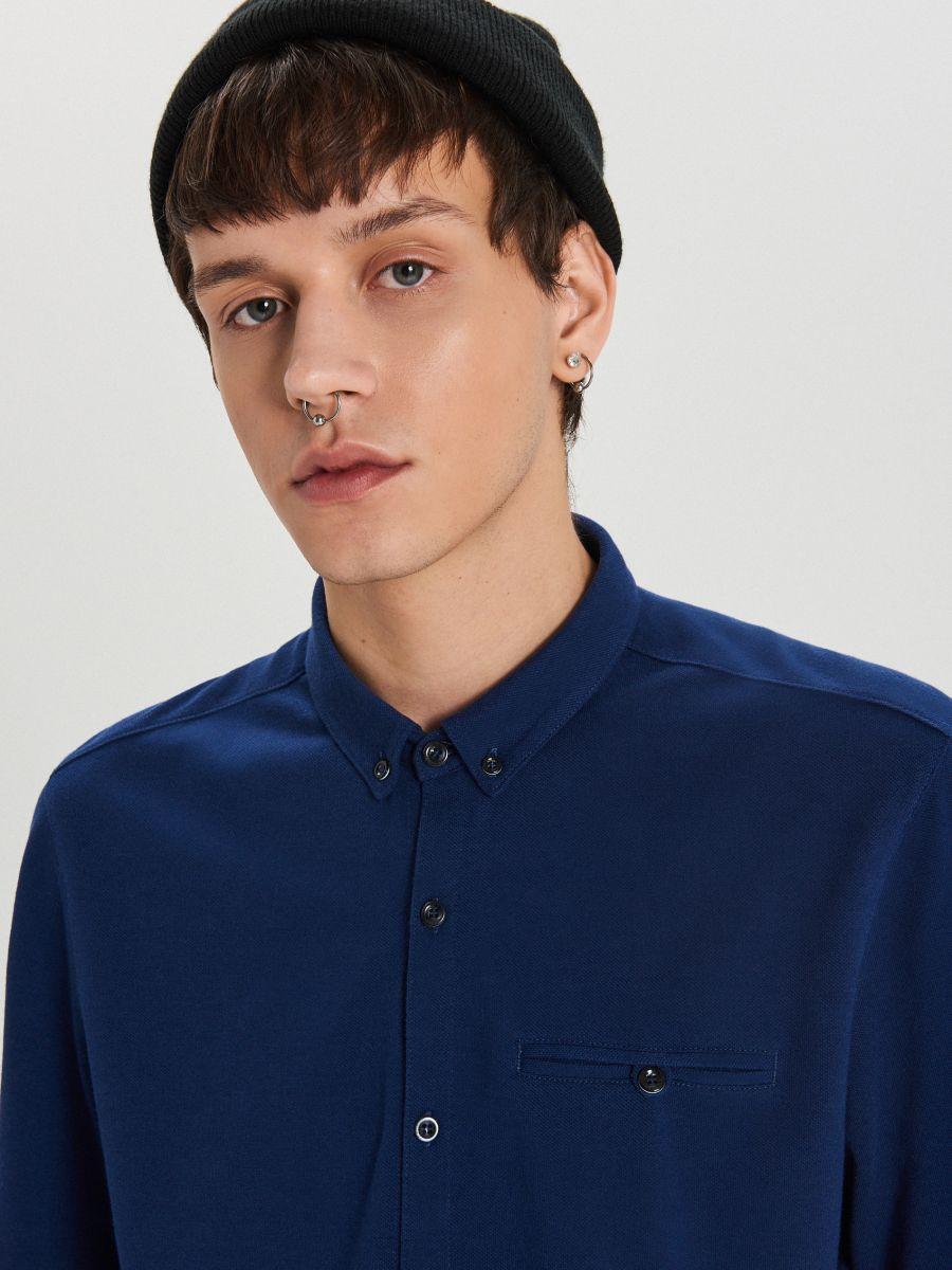 Gładka koszula o kroju slim - GRANATOWY - XK015-59X - Cropp - 3