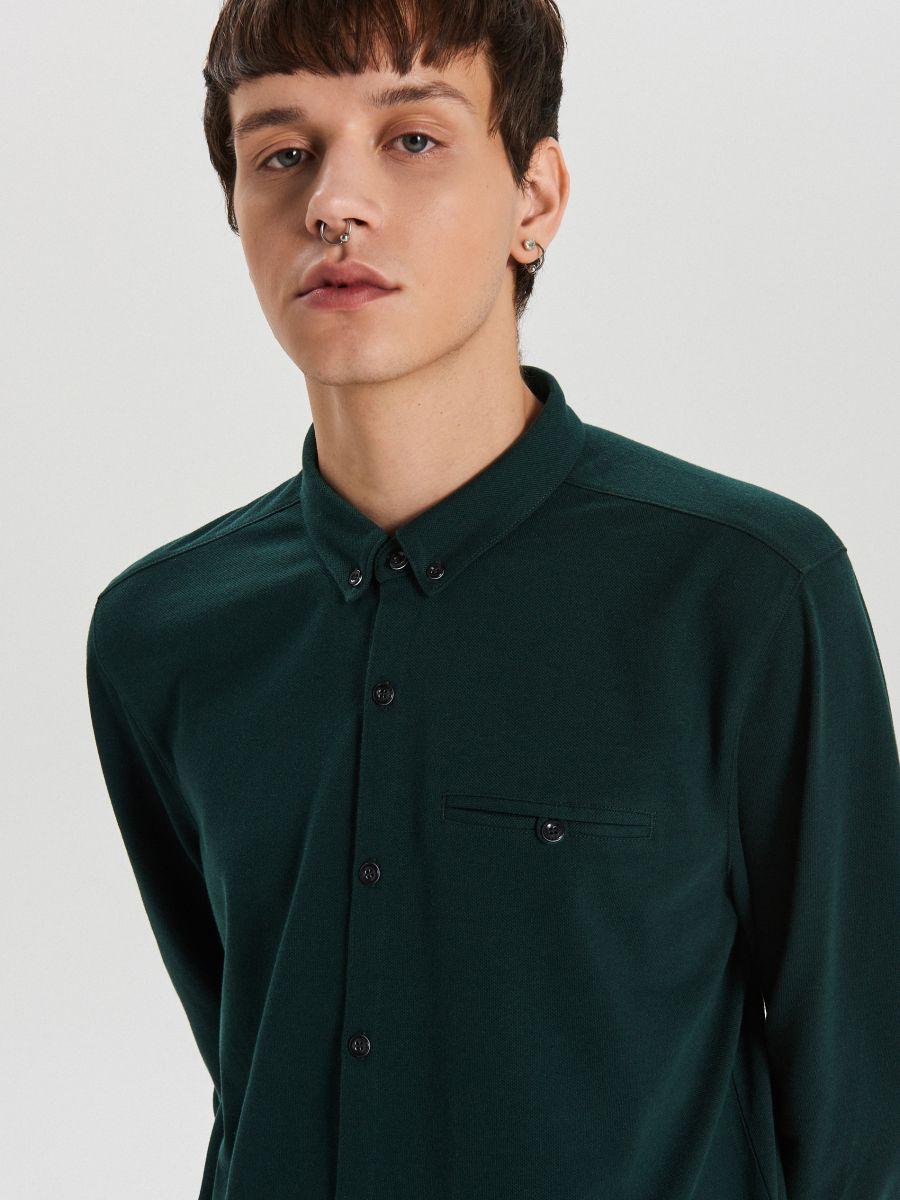Gładka koszula o kroju slim - KHAKI - XK015-79X - Cropp - 3