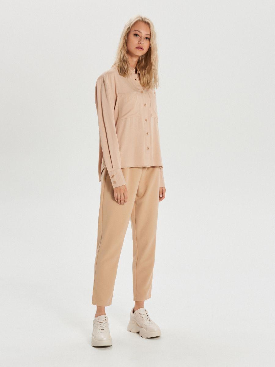 Gładka koszula z kieszeniami - BEŻOWY - XK626-08X - Cropp - 2
