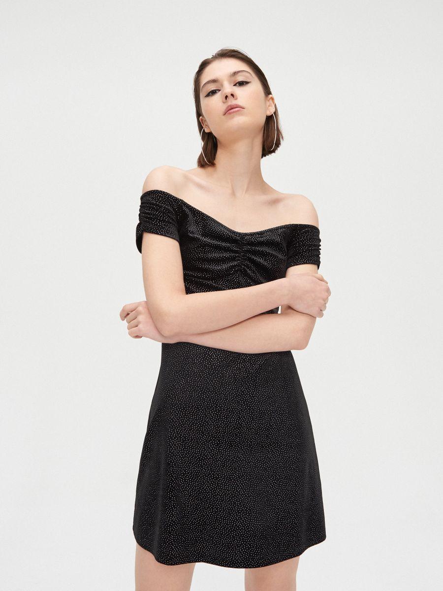 Sukienka bardotka z odkrytymi ramionami - CZARNY - XK656-99X - Cropp - 1