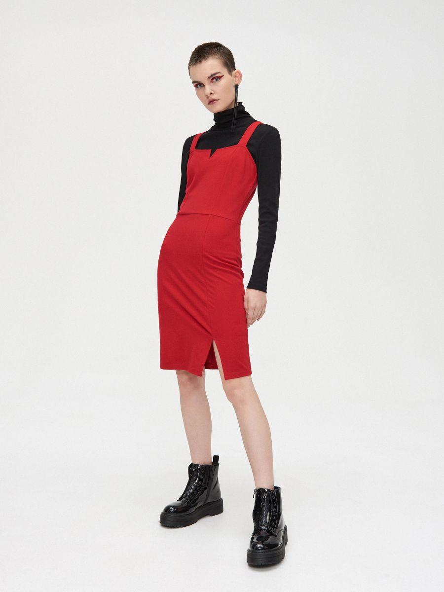 Sukienka z wycięciem przy dekolcie - CZERWONY - XK657-33X - Cropp - 2