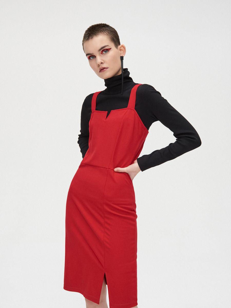 Sukienka z wycięciem przy dekolcie - CZERWONY - XK657-33X - Cropp - 3