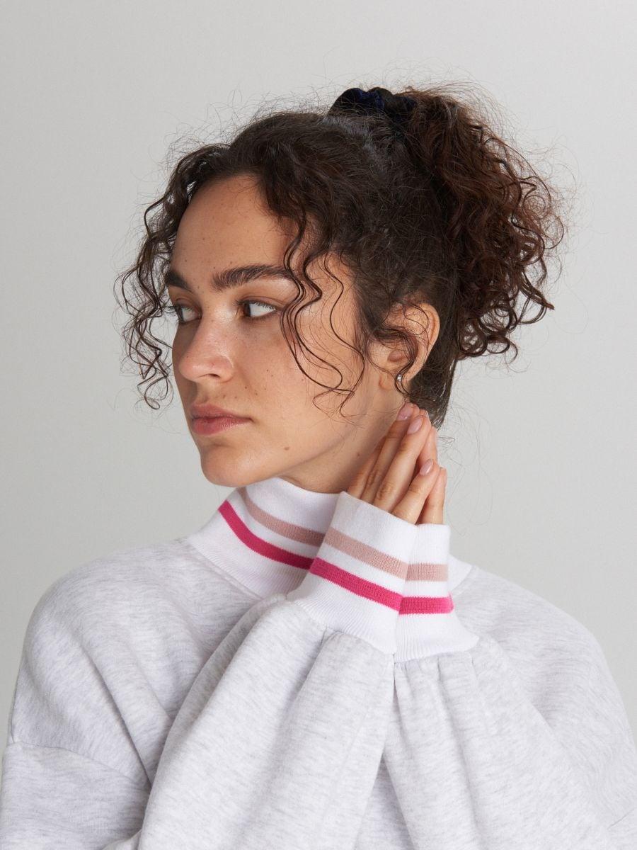 Bluza oversize z kolorowymi paskami - JASNY SZARY - XL213-09M - Cropp - 2