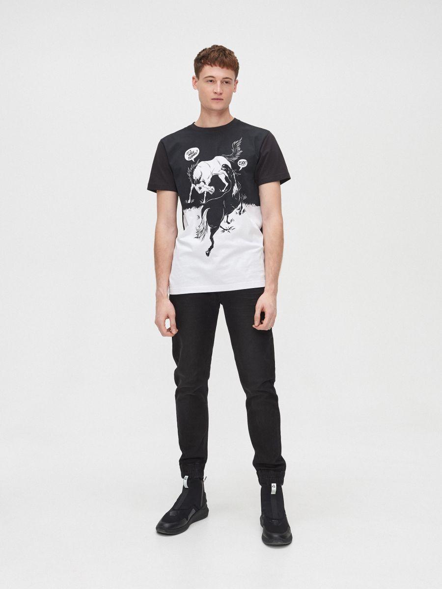 Koszulka z kontrastowym water printem - CZARNY - XP556-99X - Cropp - 3