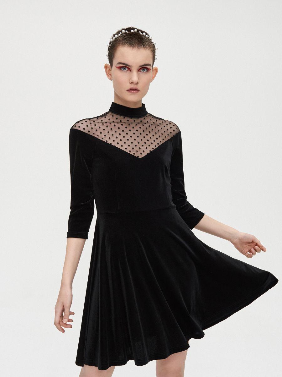 Sukienka mini z meshowym dekoltem - CZARNY - XQ364-99X - Cropp - 1