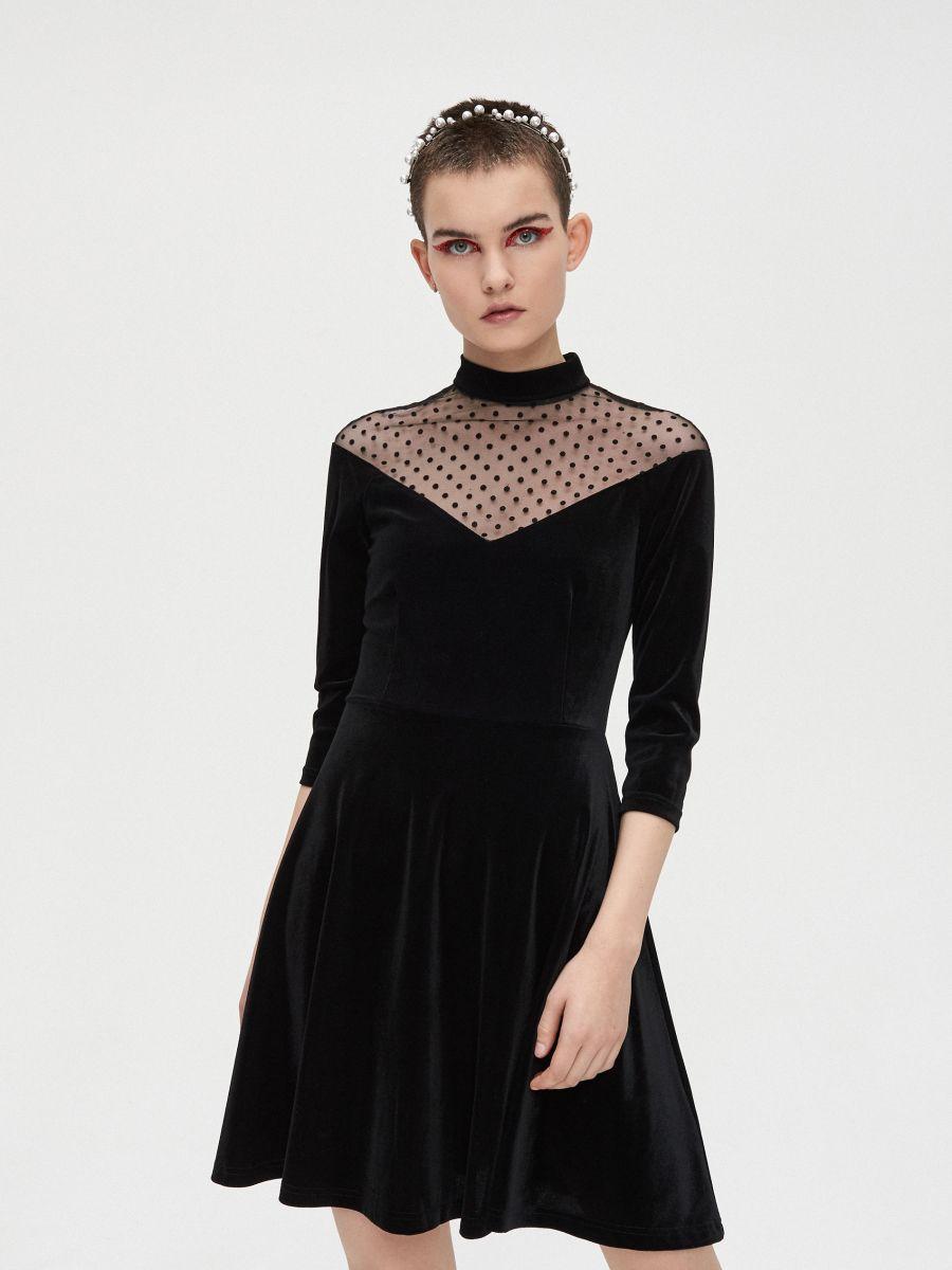 Sukienka mini z meshowym dekoltem - CZARNY - XQ364-99X - Cropp - 4
