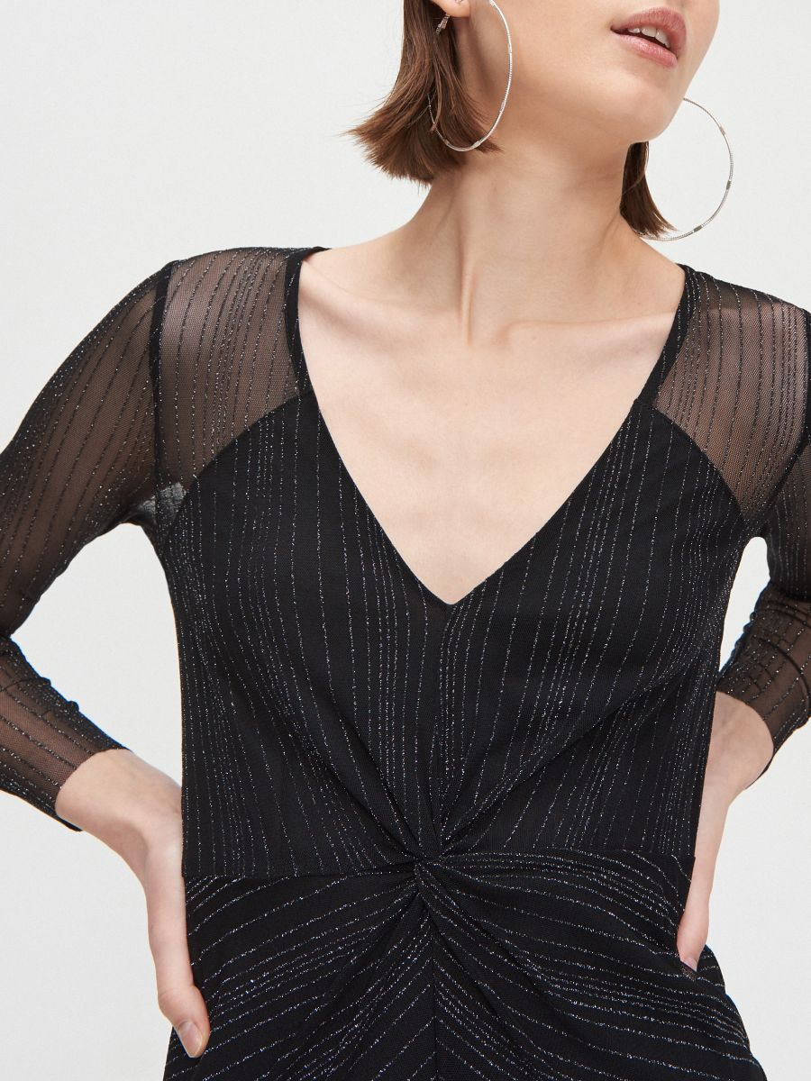 Sukienka mini z metalizowaną nitką - CZARNY - XQ368-99X - Cropp - 3