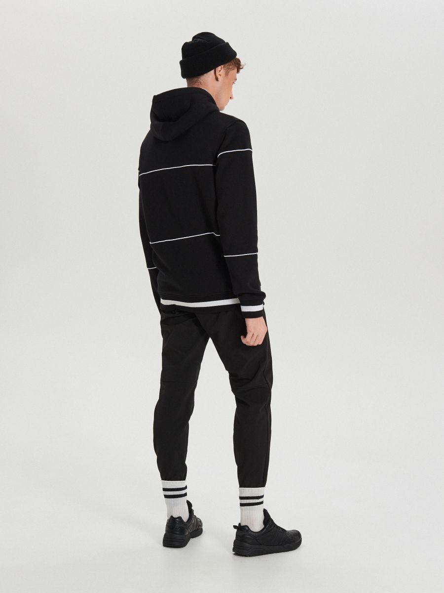 Bluza z kontrastowymi nadrukami - CZARNY - XS655-99X - Cropp - 5