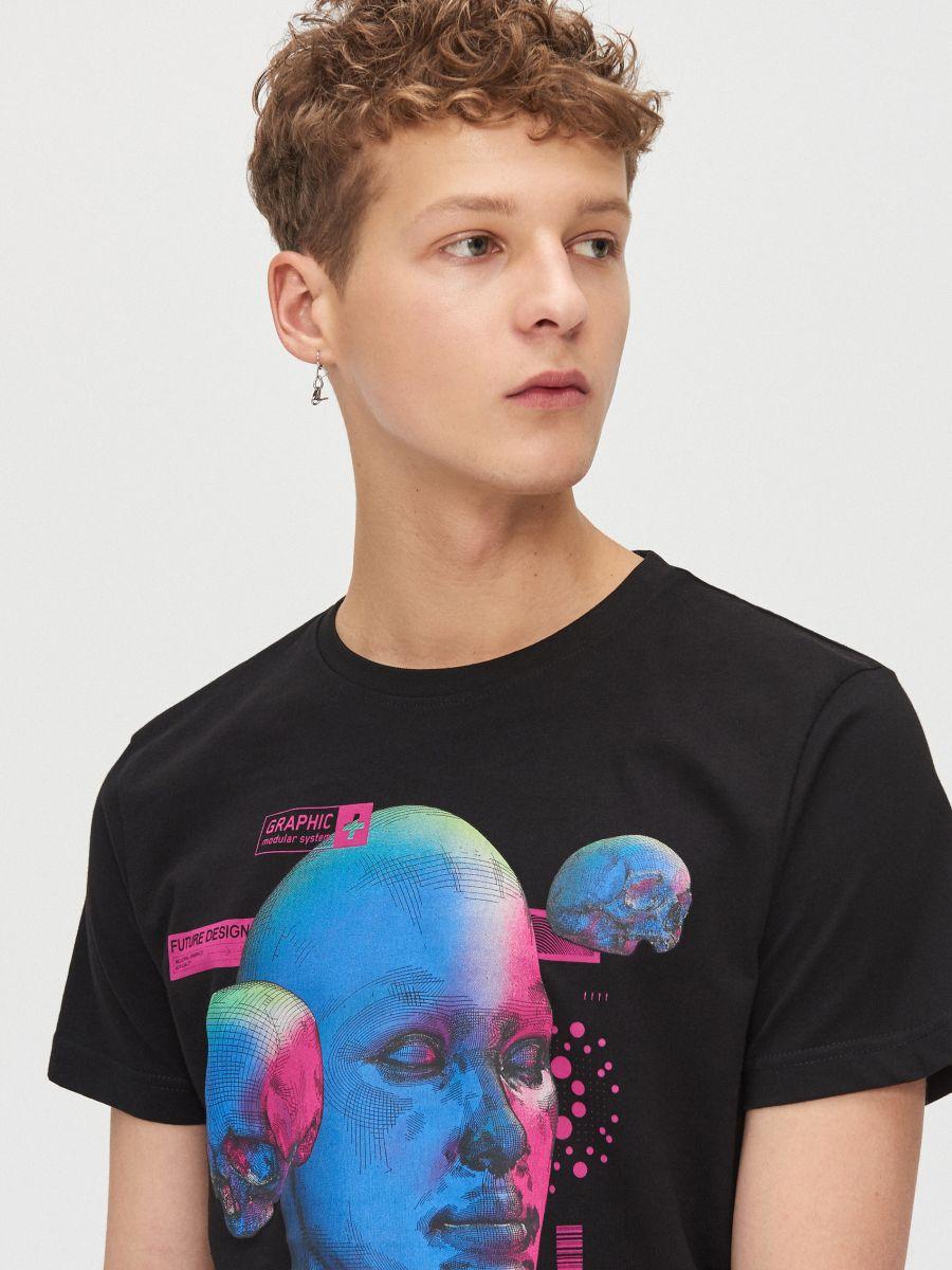 Koszulka z grafiką - CZARNY - XZ381-99X - Cropp - 3