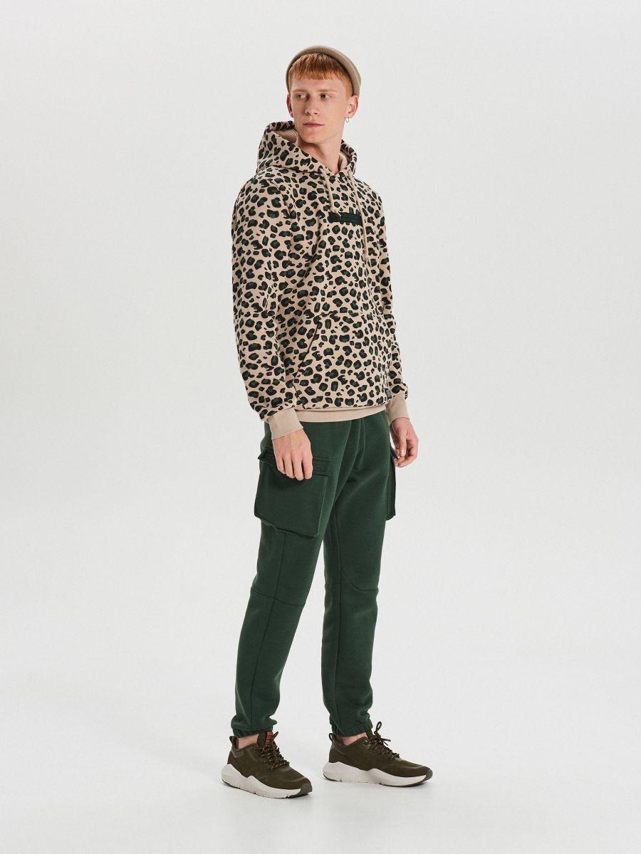 bluza w cętki z kapturem