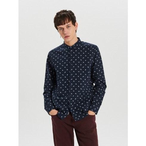 Koszula z mikronadrukiem światecznym all over