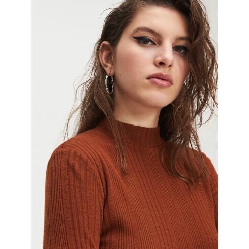 Sweter półgolf w prążki