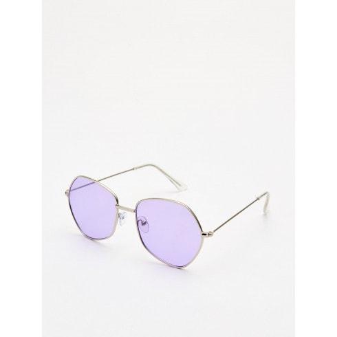 Okulary przeciwsłoneczne z barwionym szkłem