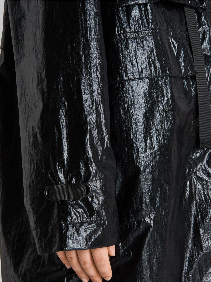 """Куртка oversize из ткани с эффектом """"металлик"""" - черный - WS166-99X - Cropp - 4"""