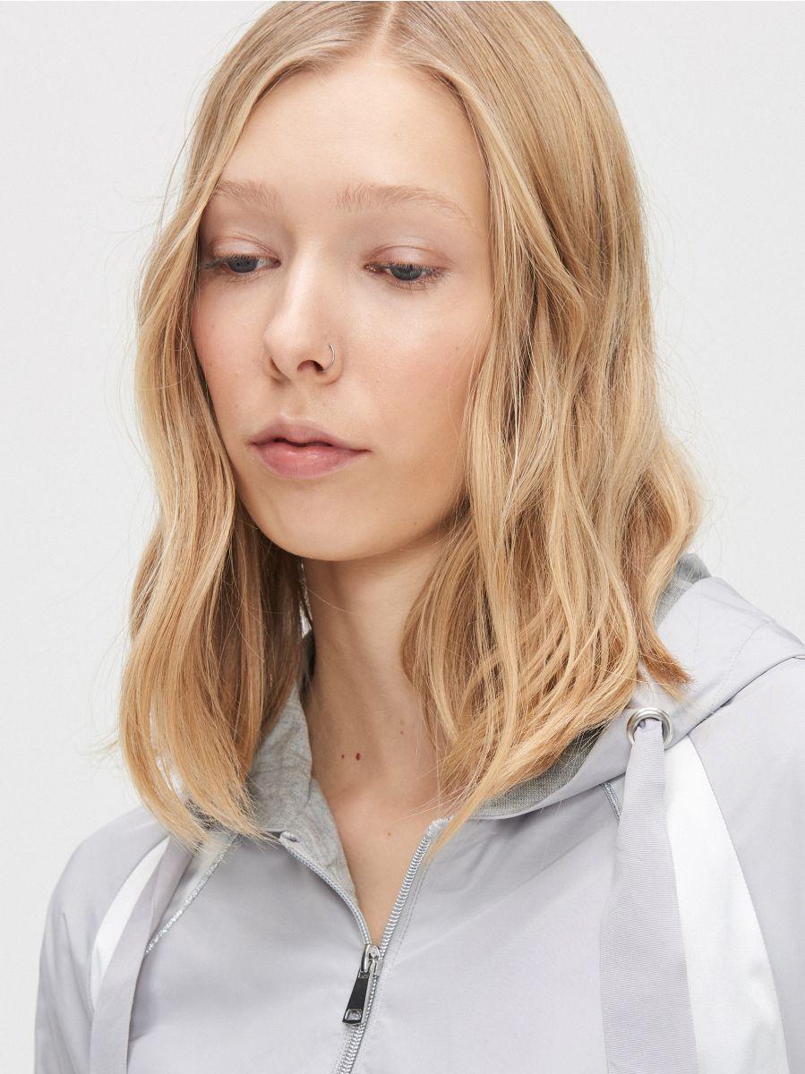 Легкая куртка с капюшоном - светло-серый - XL601-09X - Cropp - 5