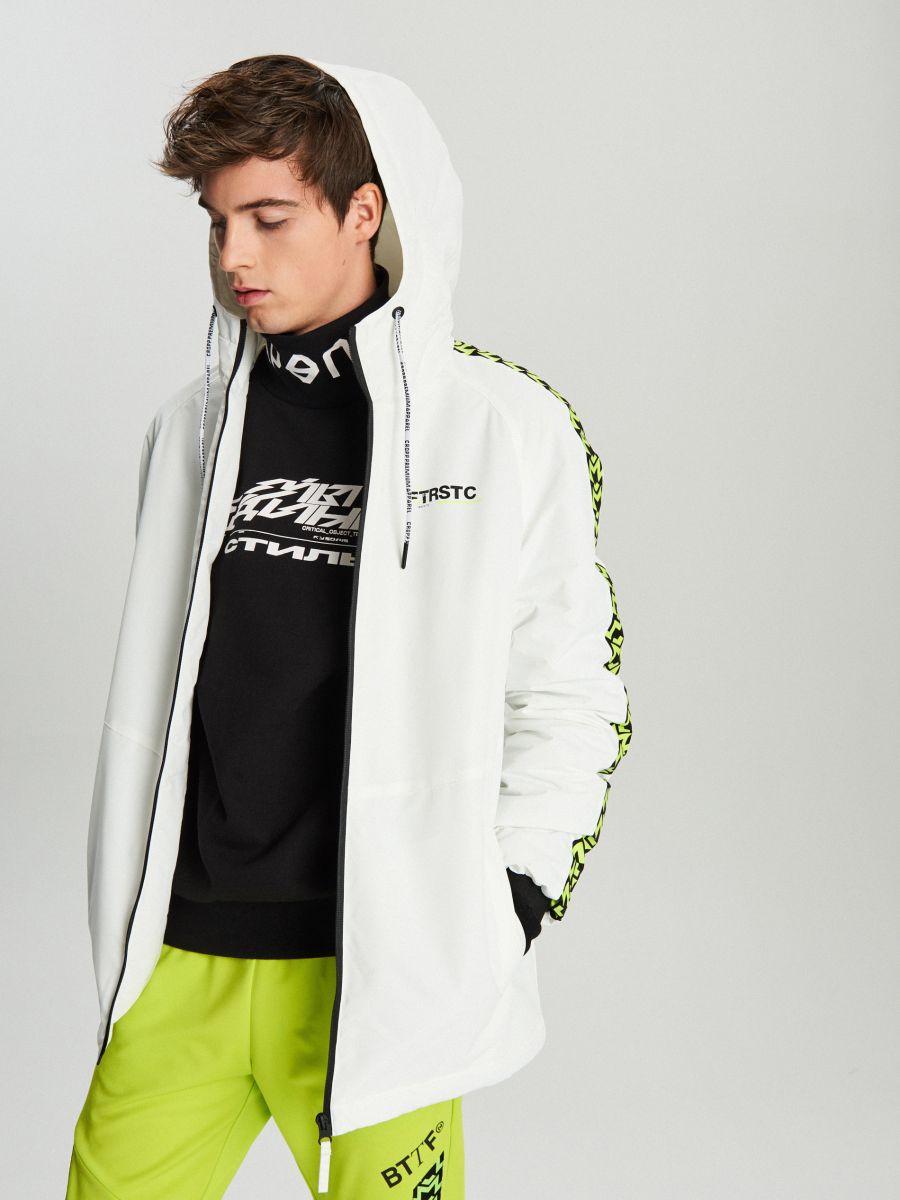 Легкая куртка с капюшоном - белый - VB079-00X - Cropp - 2
