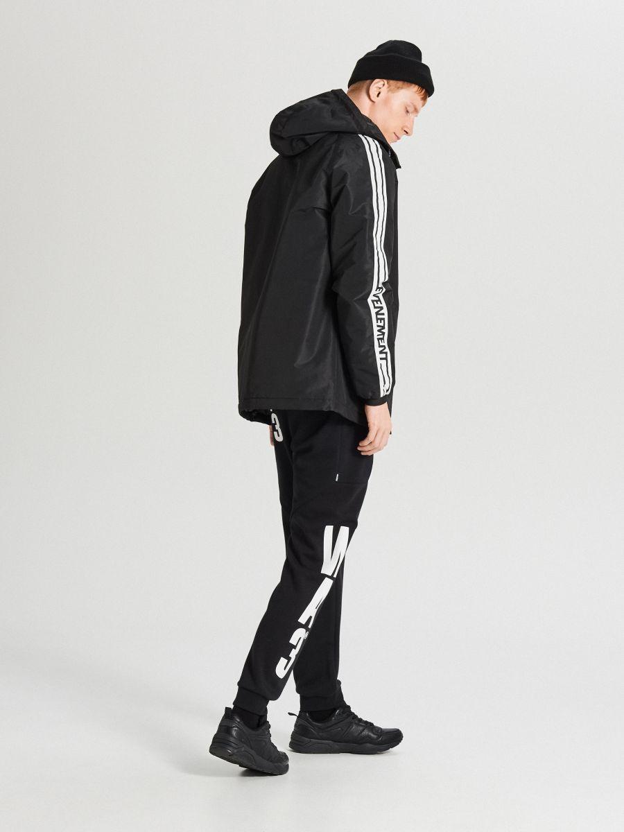 Легкая куртка с капюшоном - черный - VB079-99X - Cropp - 6