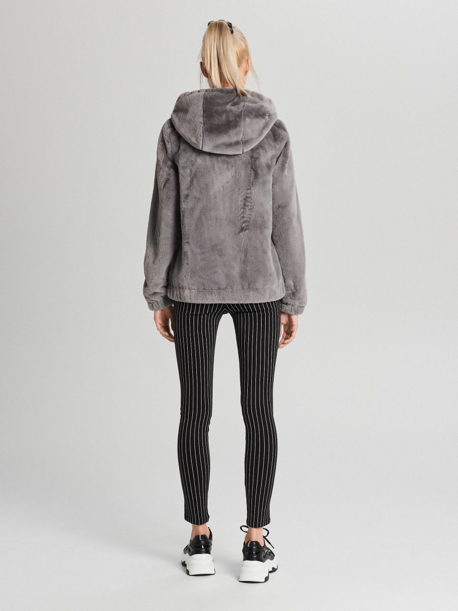 Пушистая куртка с капюшоном - светло-серый - WS155-09X - Cropp - 5
